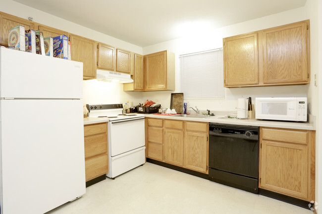 2 Bedroom Kitchen Castle On Locust Individual Leases Available