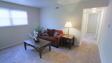 2 Br 1 Ba 620 Sf Pinecrest Apartments