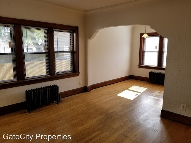 4757 S Lake Dr Cudahy Wi 53110 Apartment For In
