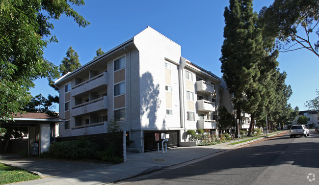 Primary Photo Hillview Apartments