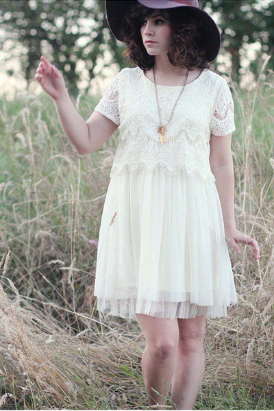 White-dress-dress-lulus-hat-gold-handmade-necklace_400