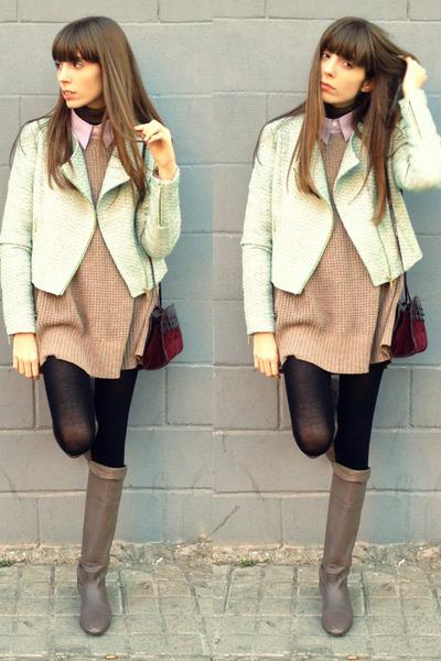 Light-brown-leather-camilas-boots-aquamarine-tweed-blanco-jacket_400