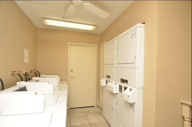 Photo 4 Weekly Phoenix Northwest Apartments