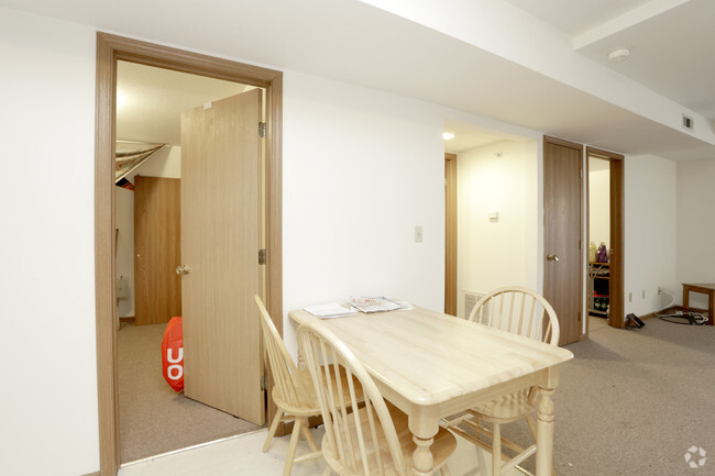 2 Bedroom Dining Room Castle On Locust Individual Leases Available Apartments