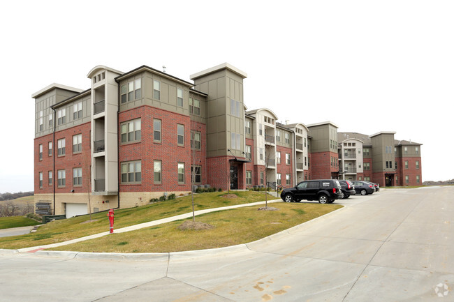 Photo Broadmoor Hills Apartments