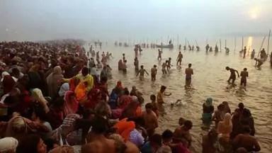 कुंभ मेला 2019: पहला शाही स्नान आज, सवा करोड़ आस्थावान लगाएंगे पुण्य की डुबकी