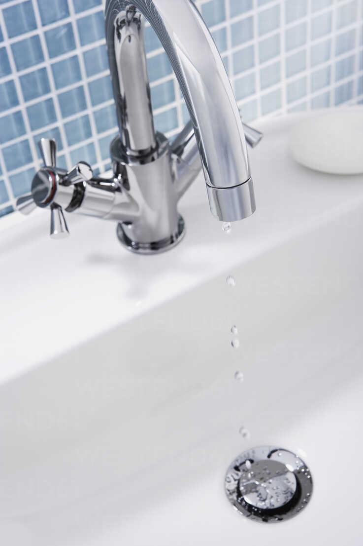 https www westend61 de en imageview wbf000199 dripping faucet of a sink close up