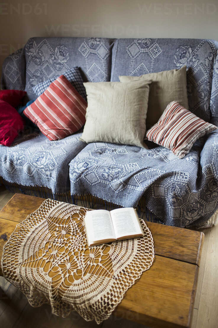 https www westend61 de en imageview hapf000299 couch with cushions and doily on coffee table
