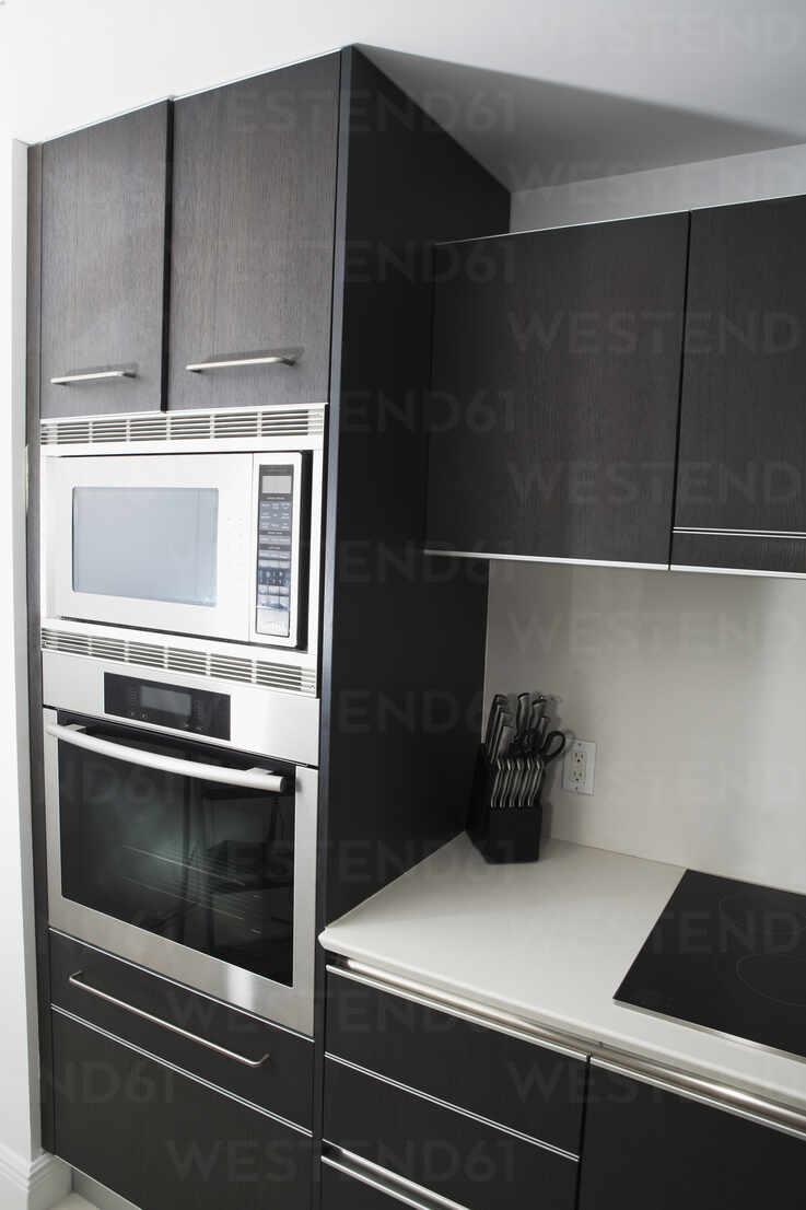 https www westend61 de en imageview blef13981 cabinets oven and stove in modern kitchen