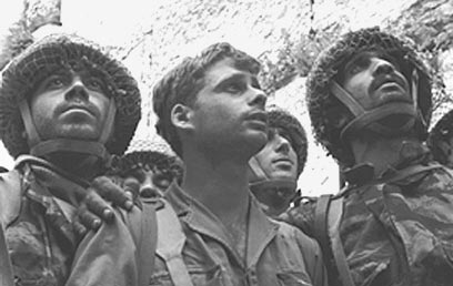 IDF Paratroopers at the Western Wall in 1967 (Photo: David Rubinger, GPO)