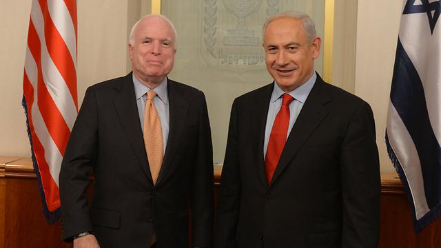 McCain with PM Netanyahu (Photo: Amos Ben Gershom)