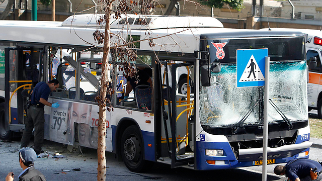 Bus in Tel Aviv after bombing (Archive photo: Reuters)