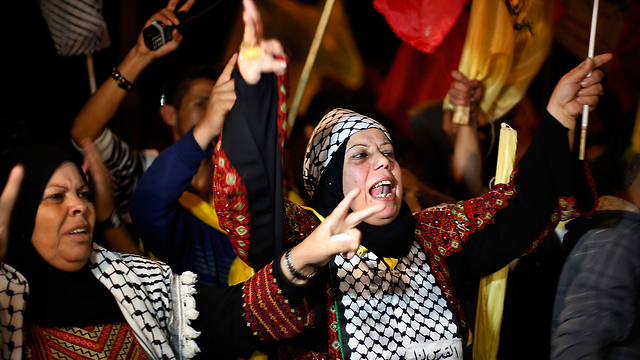 Palestinians celebrate prisoner release in Ramallah (Photo: Reuters)