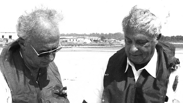 Ariel Sharon, right, with Yitzhak Rabin (Photo: Defense Ministry)