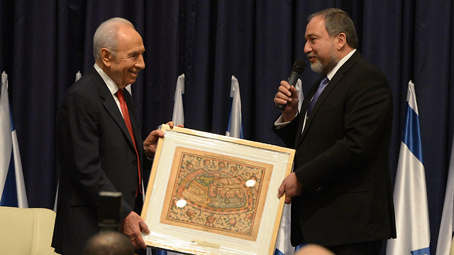 President Shimon Peres and Avigdor Lieberman in a diplomats' meeting (Photo: Mark Neiman, GPO)