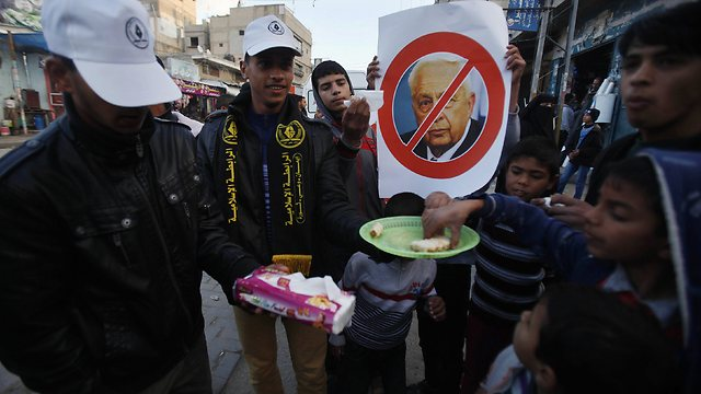 Gazans celebrating Sharon's death (Photo: Reuters)