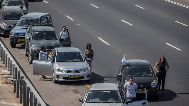Минута молчания в Тель-Авиве. Фото: EPA