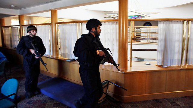Security forces inside the synagogue (Photo:Reuters)