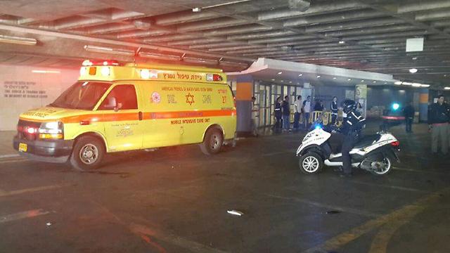 The wounded are evacuated (Photo: Kobi Nachshoni)