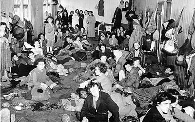 Survivors after the liberation of Bergen Belsen. (Photo: AP)