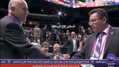 El apretón de manos oyó alrededor del mundo árabe.