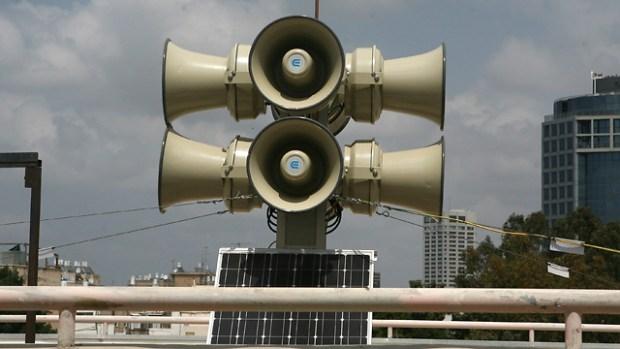 Сирена в Тель-Авиве. Фото: Томи Харпаз
