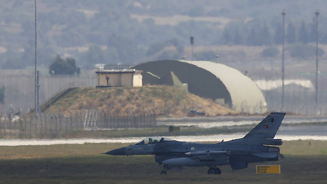 An American F-16 on the ground in Turkey. (Photo: Reuters)