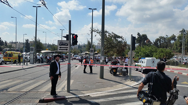 Scene of stabbing (Photo: Eli Mandlebaum)
