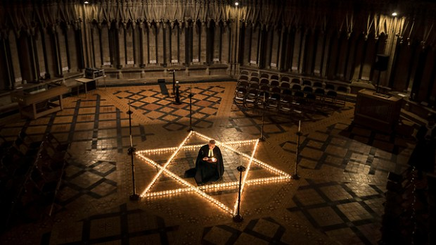 Candles lit in a British church to remember the Holocaust (Photo: AP)