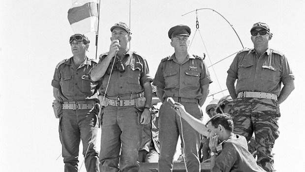 Йешаягу Гавиш (крайний слева) с начальником генштаба Ицхаком Рабином и генералами Шедми и Яффе во время Шестидневной войны. Фото: Миха Коэн. Предоставлено архивом ЦАХАЛа в министерстве обороны