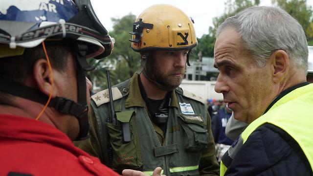 Lt. Col. (Res.) Cohen Conversation difficile avec les familles des soldats disparus (Photo: Porte-parole des FDI)