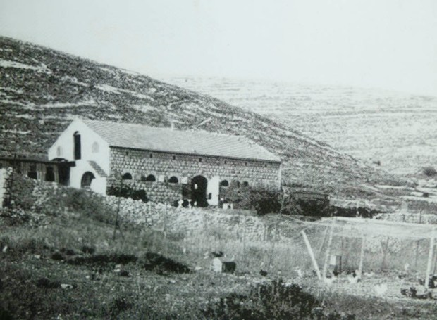 Коровник Кирьят-Анавим, 1925 год. Фотоиллюстрация