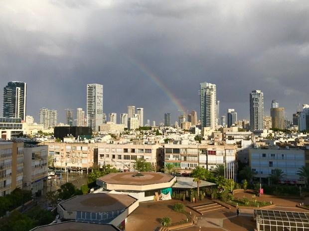 Радуга в Тель-Авиве. Фото: Мая Шекель