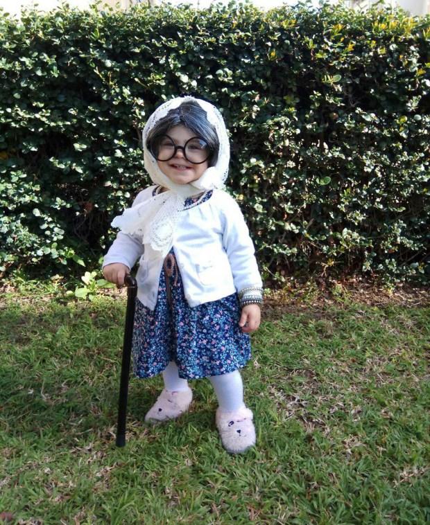 А малышка Рони из Нетании переоделась бабушкой