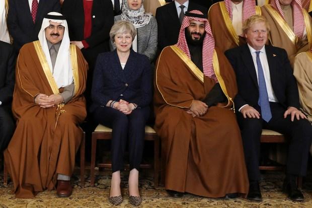 Тереза Мэй, Мухаммед бин-Салман и глава МИДа Борис Джонсон. Фото: АР