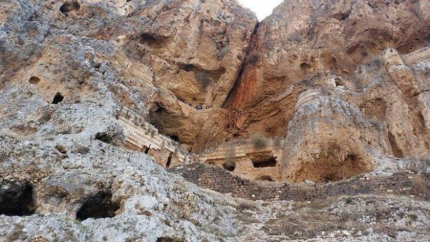 Пещеры на горе Арбель. Фото: Асаф Дори, национальный парк Арбель
