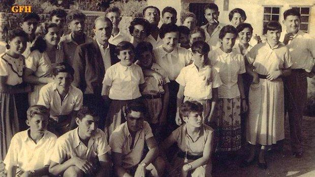 """Лена и ее дети прибыли в Израиль. Фото из коллекции """"Лохамей ха-Гетаот"""""""