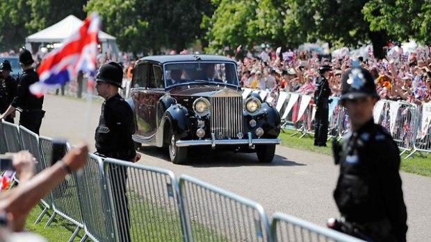 Меган едет на церемонию. Фото AFP