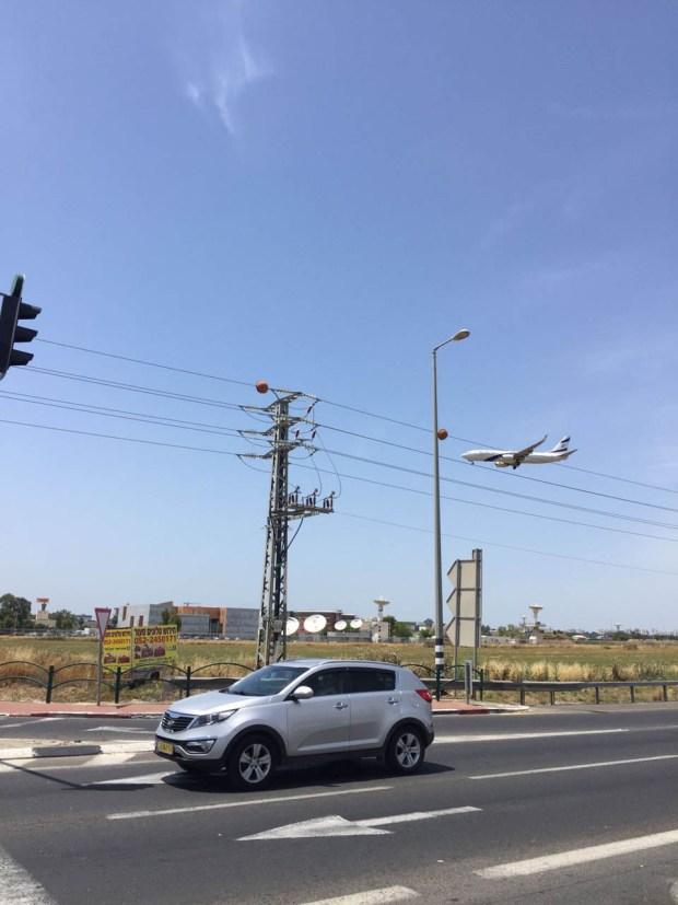 """""""Еще один самолет с репатриантами спешит в Израиль"""" - фото с дороги в новой стране"""
