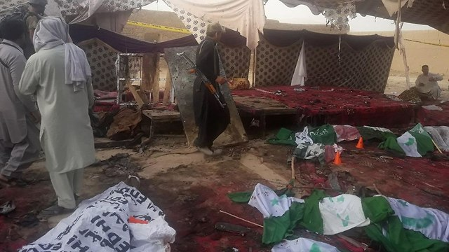 The aftermath of an ISIS attack in Pakistan (Photo: AFP)