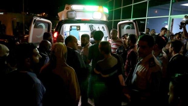 Эвакуация пострадавших. Фото: AP