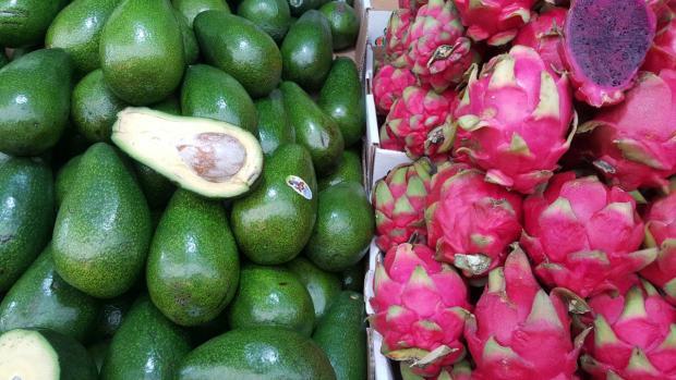 Где-то это экзотика, для Израиля - обычные фрукты (да, авокадо - это фрукт)