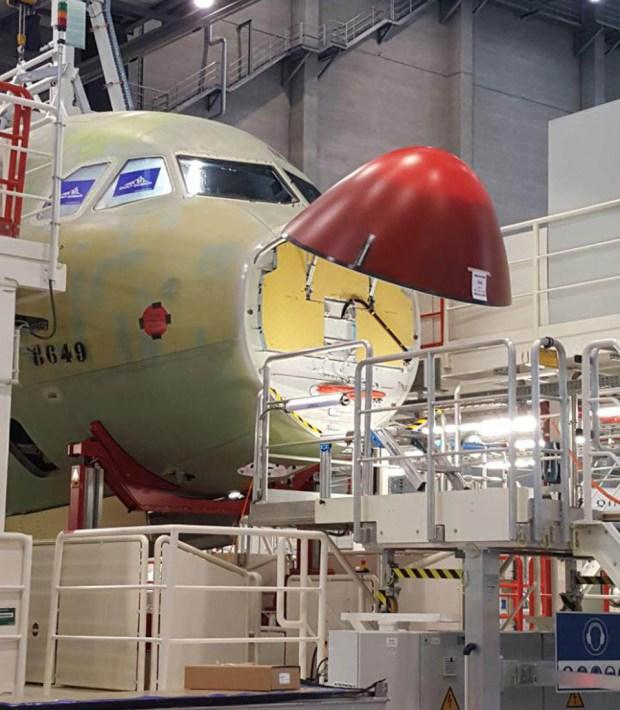 Последние приготовления к сдаче самолета на заводе в Германии. Фото: Ноа Лави