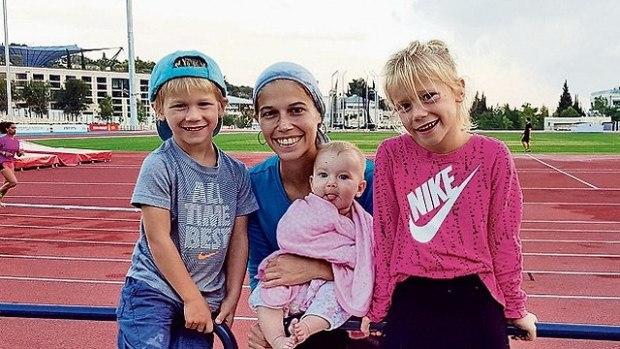 Браха на стадионе с детьми. Фото: семейный архив