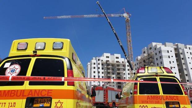 Место происшествия и обрушившийся кран. Фото: Ави Муалем (Photo: Avi Moalem)
