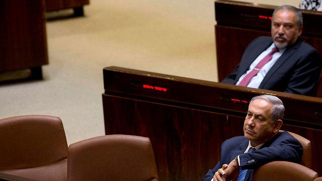Benjamin Netanyahu et Avigdor Liberman à la Knesset (Photo: AP)
