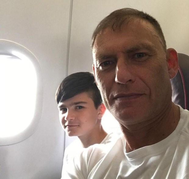 С тренером в самолете на пути с соревнований. Фото из семейного архива