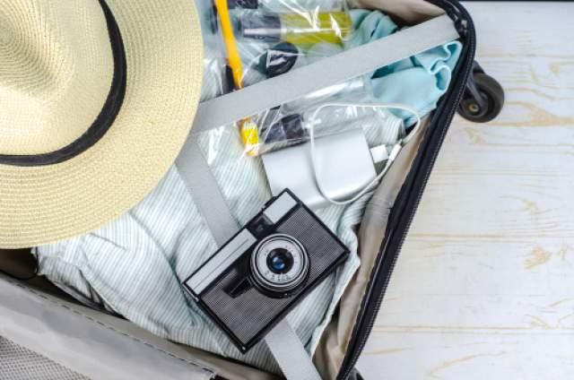 Туалетные и гигенические принадлежности легче и практичней сложить в пакеты с зиппером