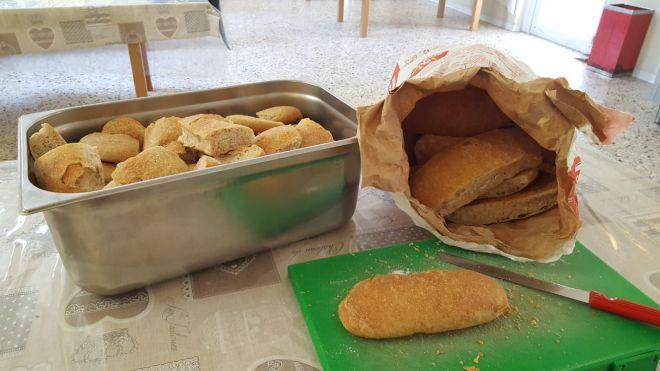 Gli aiuti alimentari della Caritas di Treviso (archivio)