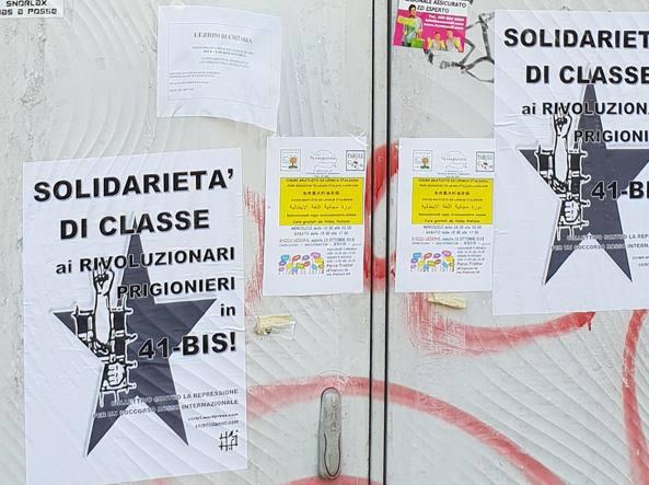 Alcuni dei volantini incollati in viale Monza contro il 41 bis